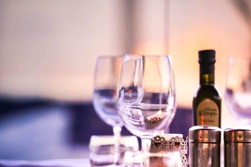 restaurants wine glasses